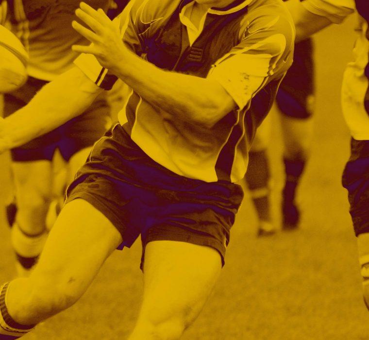 ragazzi che giocano a rugby